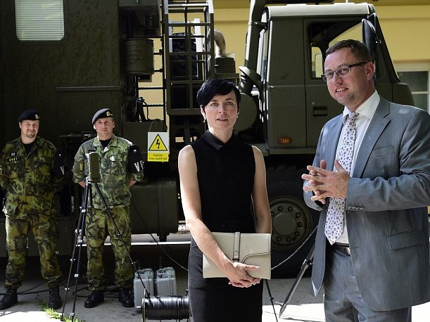 Prezentace činnosti Vojenské policie 19. července v Praze. Na snímku jsou nejvyšší státní zástupce Pavel Zeman a vrchní státní zástupkyně Lenka Bradáčová.