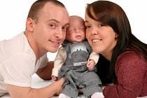 Laura Whitfieldová a Nathan Phillips se synem.