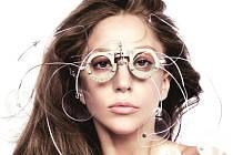 NÁVRAT.  Lady Gaga a její extravagance.