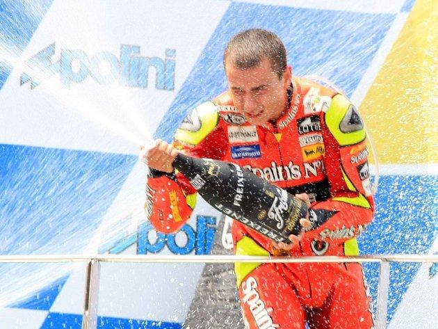 Ve dvěstěpadesátkách si Španěl Jorge Lorenzo zajistil s předstihem obhajobu titulu světového šampiona.