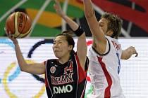 Kapitánka české basketbalové reprezentace Hana Machová v zápase s Japonskem.