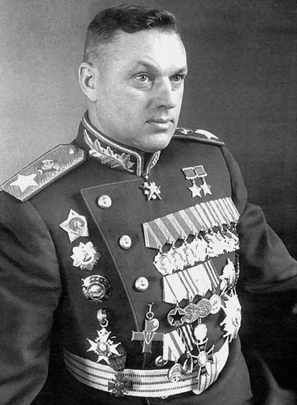 Jeden z důležitých sovětských obránců Moskvy, maršál Konstantin Konstantinovič Rokossovskij