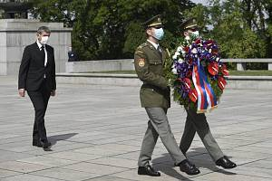 Pietní akt na pražském Vítkově u příležitosti 75. výročí konce druhé světové války. Na snímku premiér Andrej Babiš