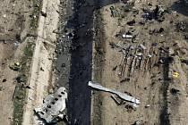 Trosky ukrajinského dopravního letadla, které se zřítilo u Teheránu, na snímku z 8. ledna 2020