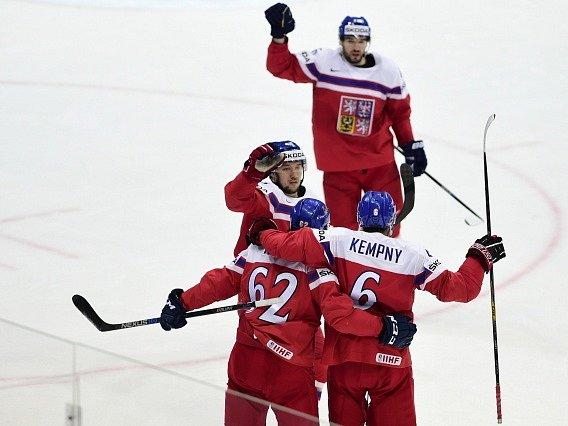 Radost českých hráčů v zápase se Švýcarskem.