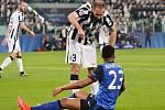Giorgio Chiellini z Juventusu (nahoře) a Anthony Martial z Monaka.