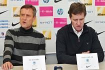 Nová trenérská dvojice Liberce Jiří Kotrba (vlevo) a Josef Csaplár.