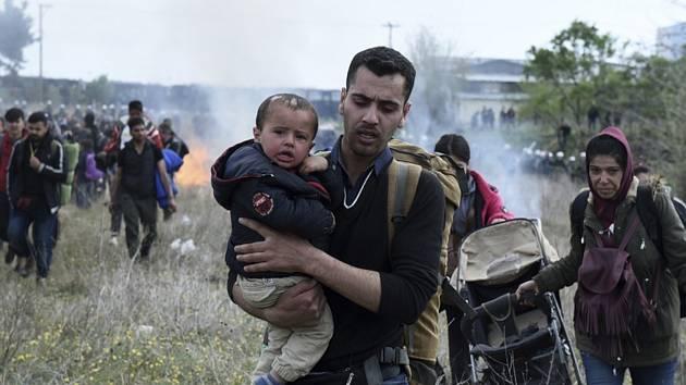 Migranti u uprchlického tábora Diavata poblíž Soluně na severu Řecka