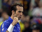 Radek Štěpánek ve finále Davis Cupu proti Dušanu Lajovičovi ze Srbska.