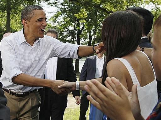 Americký prezident Barack Obama v pondělí ve městě Cannon Falls ve státě Minnesota zahájil třídenní cestu autobusem za voliči.