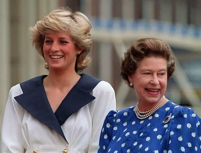 Princezna Diana s královnou Alžbětou