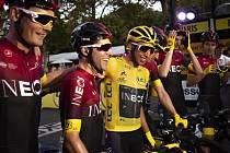 Egan Bernal slaví vítězství na Tour de France