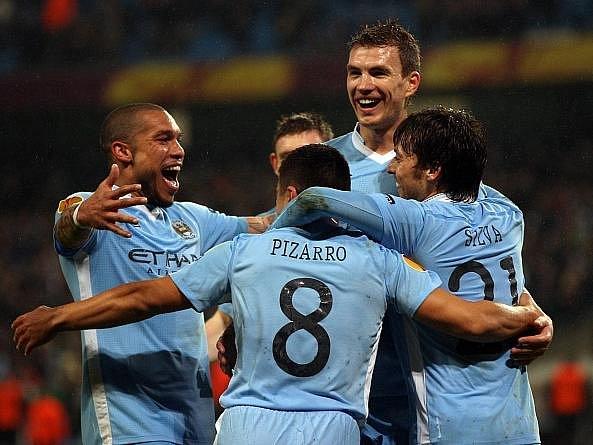 Fotbalisté City se radují po jednom z gólů do sítě Porta.