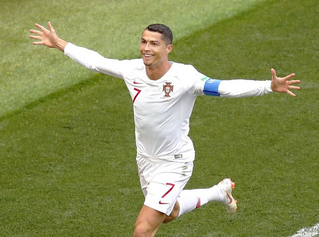 Cristiano Ronaldo slaví gól proti Maroku.