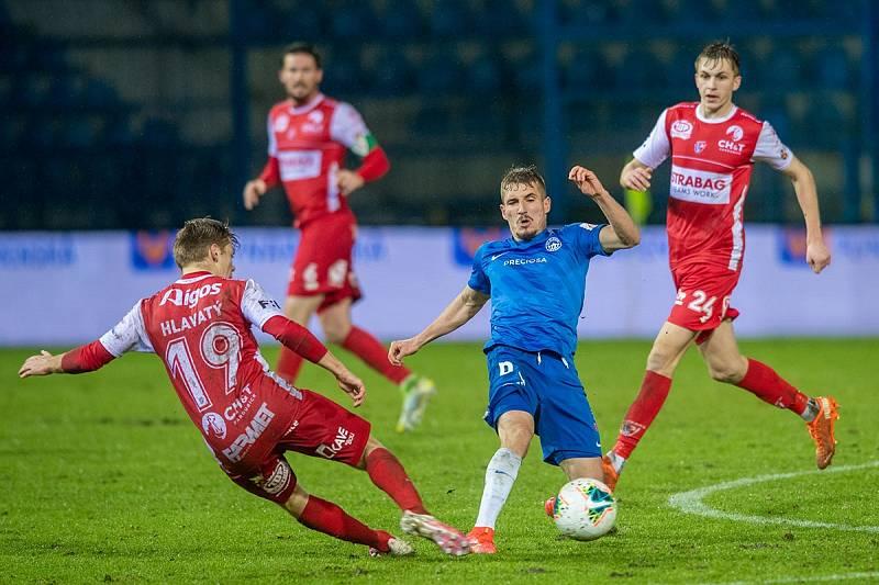 Michal Sadílek (uprostřed)