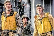 Počítačová bitva. Havajské peklo ve druhé světové válce podle režiséra Dne nezávislosti. Ed Skrein a Luke Klein v rolích amerických letců.