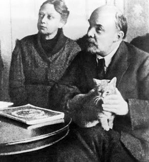 Rodinná idylka s manželem a kočkou