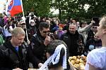 U památníku Slavín motorkáři včetně několika členů ruského klubu Noční vlci položili věnce a uctili památku vojáků, kteří padli ve druhé světové válce.