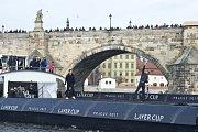 Tomáš Berdych (vlevo) a Roger Federer lákali na lodi na Vltavě Laver Cup.