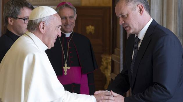 O potřebě otevřít církev všem lidem či o odvolaném trnavském arcibiskupovi Róbertu Bezákovi hovořil dnes ve Vatikánu s papežem Františkem slovenský prezident Andrej Kiska.