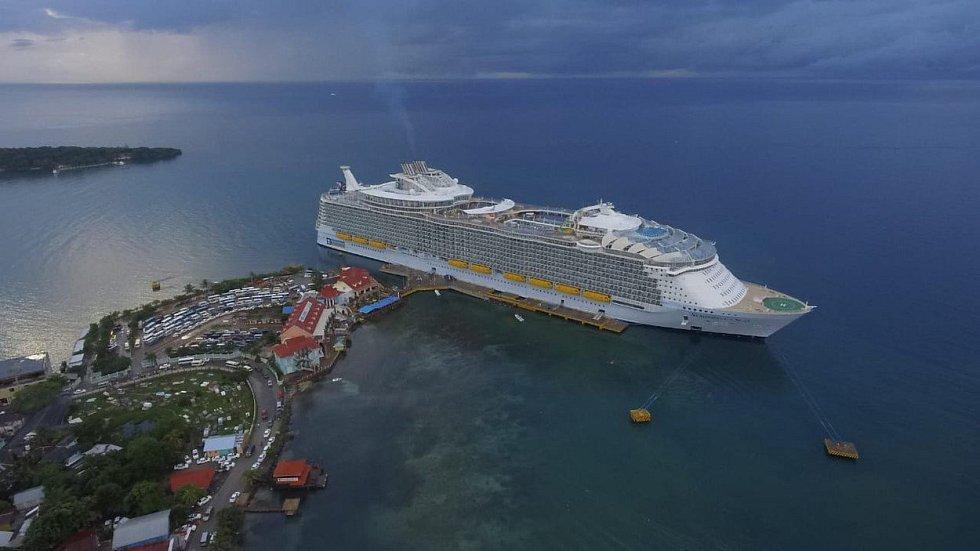 1. Symphony of the Seas - délka 361 metrů, hrubá tonáž 228 021 GT