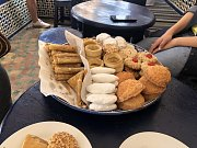 Sladkosti najdete v Maroku úplně všude. Jeden se až bojí, aby se nevrátil s cukrovkou.