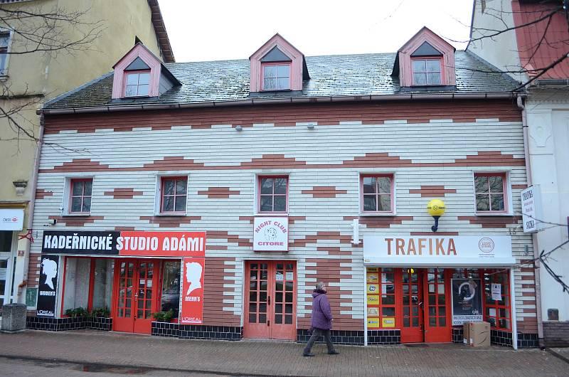 Noční podnik Citore v centru sousedního Litvínova, kde se natáčely scény z mosteckého podsvětí.