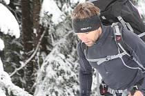 Vítěz Petr Mazal doslova vyběhl Sněžku za 70 minut. Čtyřiatřicet účastníků absolvovalo Sněžka Sherpa Cup, při kterém vynosili zásoby na Českou Poštovnu na nejvyšší českou horu. Muži táhli třicet kilo, ženy o polovinu méně. Foto: Deník/Jan Braun