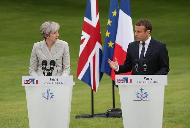 Setkání Theresy Mayové s Emmanuelem Macronem