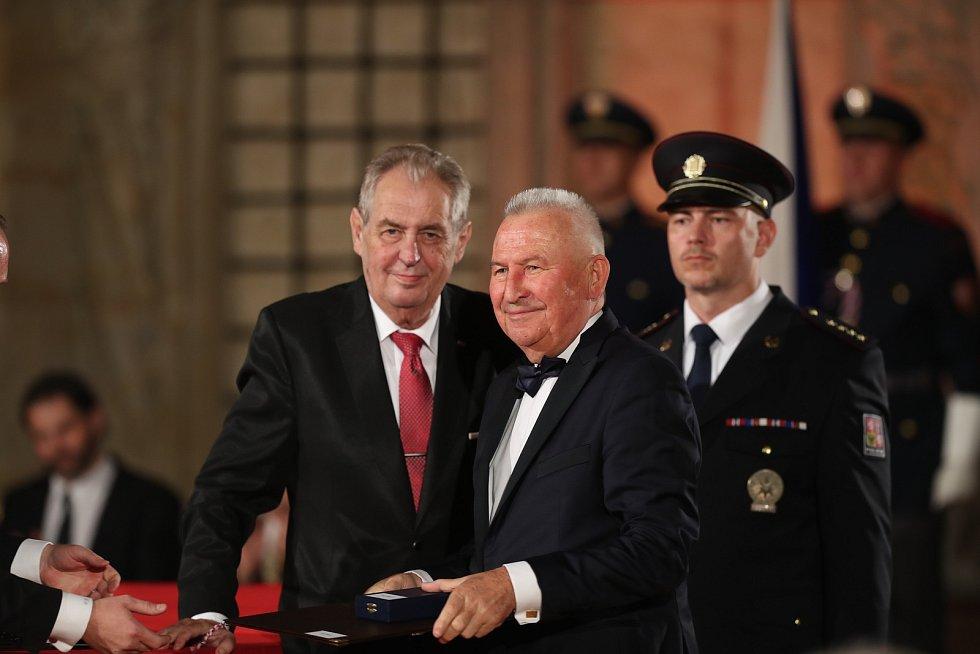 Předávání státních vyznamenání na Pražském hradě 28. října