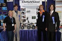 Marek Votroubek, Petr Bubeníček a Jan Král z Gymnázia Aloise Jiráska v Litomyšli vyhráli první místo mezinárodní vědecké soutěže Intel ISEF s dálkově řízeným vozidlem s uchopovacím zařízením.