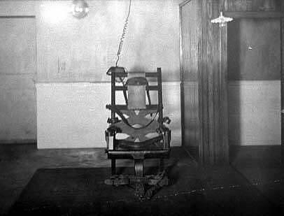 První model elektrického křesla