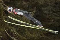 Rakušan Gregor Schlierenzauer si letí pro vítězství v závodě Světového poháru ve Vancouveru.