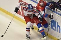 Česko vs. Rusko: Zápas bolel. Jeden z tvrdých soubojů u mantinelu