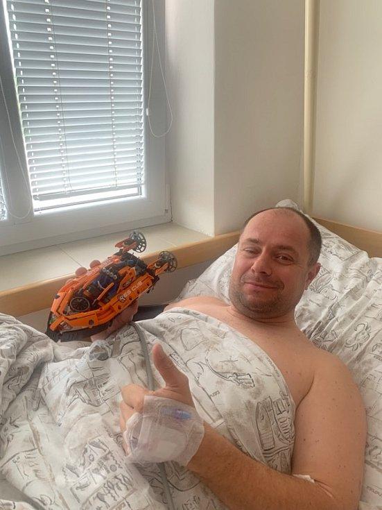 Miloš Křeček staví lego každý den. Vynechat nemohl ani tehdy, když v minulých dnech čekal v nemocnici na operaci kolene.