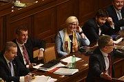 Bývalý ministr zahraničí Lubomír Zaorálek (vpravo dole) při svém vystoupení na jednání poslanecké sněmovny, která 10. ledna v Praze projednávala žádost vlády Andreje Babiše (druhý zleva) o vyslovení důvěry.