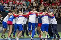 Český tým se raduje z postupu do finále Fed Cupu.