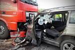 U Kolína se 6. července ráno na hlavním tahu na Nymburk čelně srazilo osobní auto s nákladním. Řidič osobního auta náraz nepřežil, druhý z šoférů z nehody vyvázl bez zranění