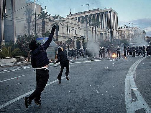 Nepokoje v ulicích Atén.