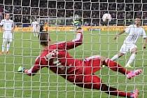 Lyon - Mladá Boleslav: Florian Milla srovnal z penalty na 1:1