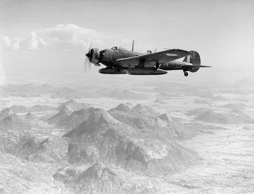 Bombardér RAF Vickers Wellesley během náletu na Keren