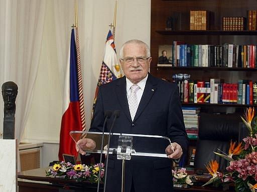 Prezident republiky Václav Klaus ve svém sobotním novoročním projevu podpořil současnou koaliční vládu vedenou Petrem Nečasem.