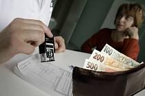 Deník nechal od vypracovat od expertů exkluzivní právní rozbor, který ukazuje snahy ČSSD platit regulační poplatky v nemocnicích za pacienty z krajských rozpočtů jako protiprávní.