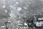 Suchdol, 30. října 1975. Pro havárie dopravních letadel je typická i spousta rozházených papírů, protože tato letadla převážejí i poštu