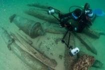 Potápěči nalezli 400 let starý vrak lodi i s cennými artefakty.