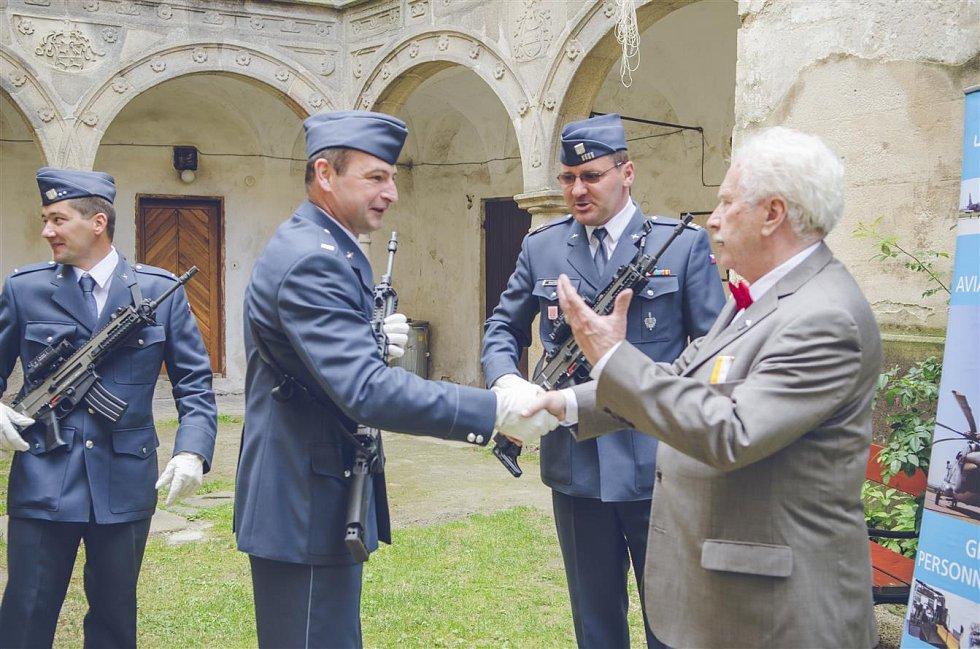 Slavnostní otevření muzea RAF na zámku Police.
