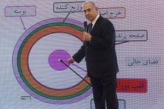 Izraelský premiér Benjamin Netanjahu při prezentaci o íránském jaderném programu.