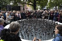 V Oslu odhalili památník obětem útoku na ostrově Utöya.