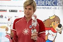 Kateřina Neumannová s trofejemi pro mistrovství světa v Liberci.