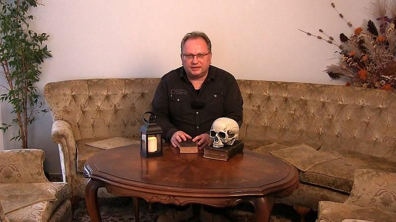 Libor Marek při natáčení dokumentu o exekuci na Staroměstském náměstí, snímky z natáčení a historické kresby věnované této události.